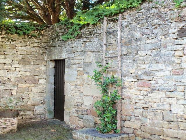Mur en pierres sèches cour intérieure Capenac le haut