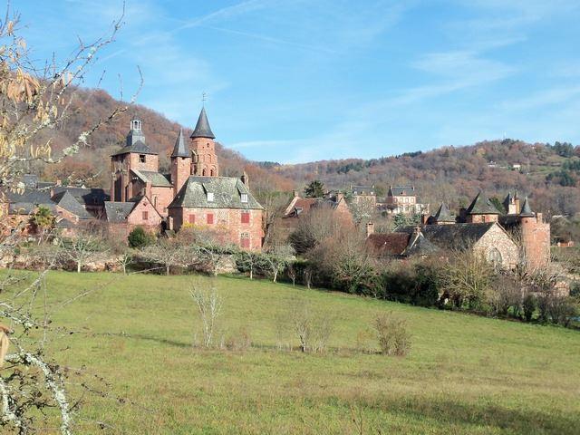 Collonges la rouge Village de grès rouge et berceau des Plus Beaux Villages de France