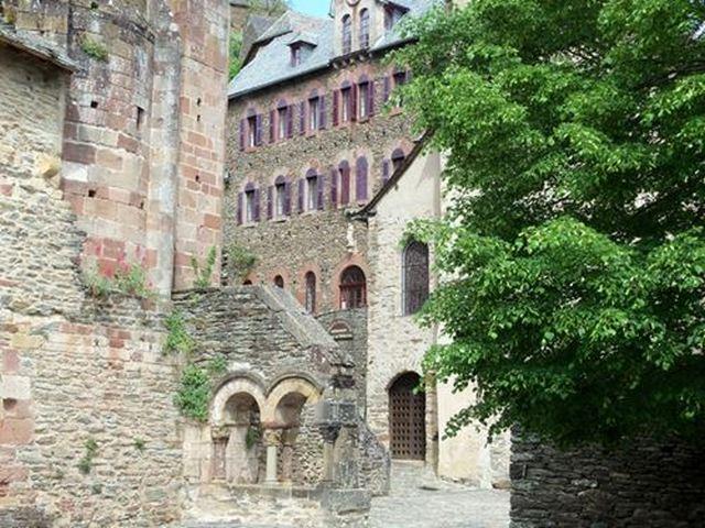 Conques haut-lieu du Rouergue. et sanctuaire de pèlerinage