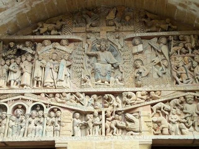 Tympan abbatiale Sainte-Foy à Conques dans l'aveyron