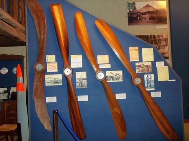musée Ratier à Figeac collection d'hélices en bois