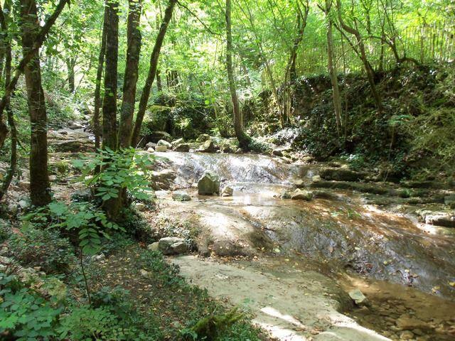 Balade Lotoise au bord du ruisseau prés d'Autoire
