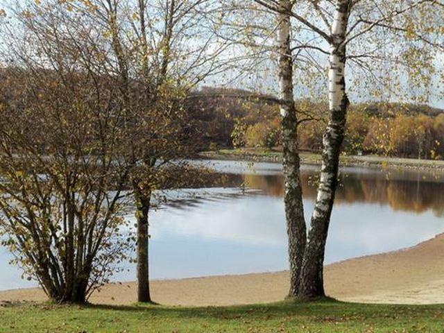 Plan d'eau le lac du tolerme plage de sable