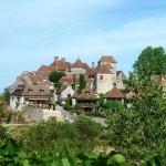 Village Loubressac Haut Quercy Vue du village de loin