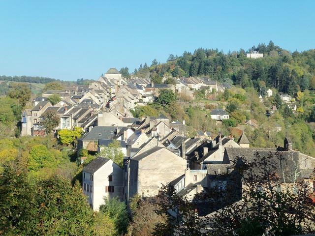 Najac un promontoire dominant la superbe vallée de l'Aveyron