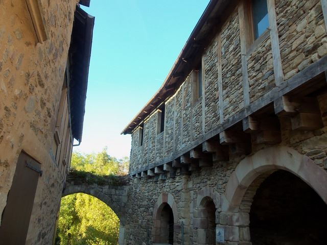 Ruelle pierres Najac village Aveyron