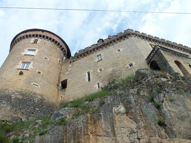 Le château de Cabrerets a été construit au XVème siècle par les Gontaud