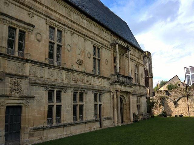 Château d'Assier façade principale intérieure