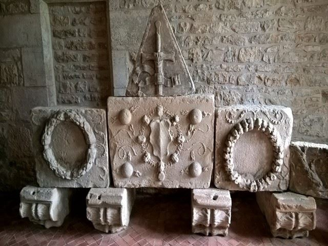 Château d'Assier moulages de la frise de l'église