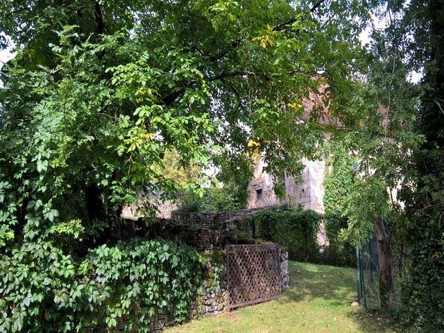 Château d'Assier portail en fer forgé typique du Lot