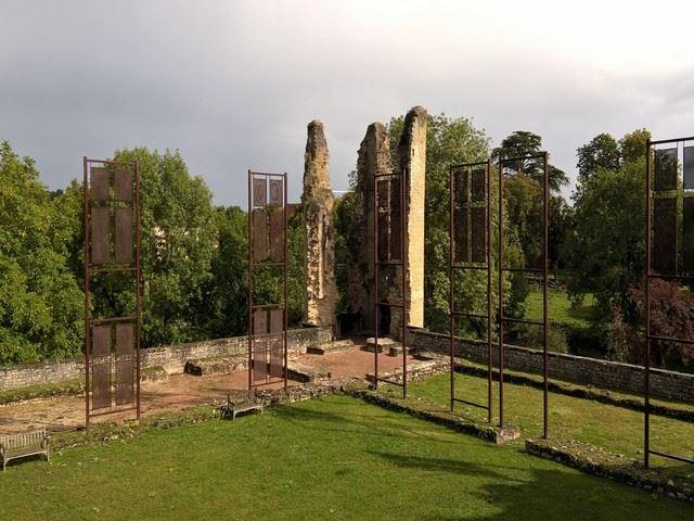 Château d'Assier tour d'angle en ruine