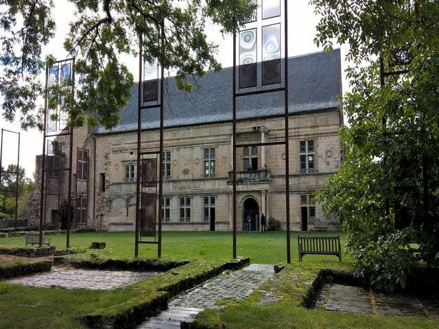 Château d'Assier façade principale et le jardin intérieur