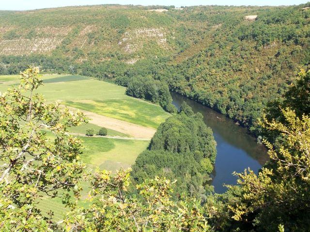 La vallée du Lot verdoyante, le saut de la Mounine