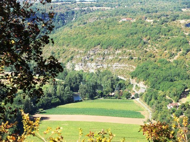Le saut de la Mounine vue du belvédère, la vallée du Lot