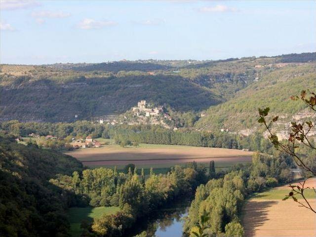 château de Montbrun face au saut de la Mounine Lot Quercy