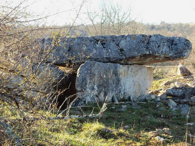 planagrèze dolmen construction mégalithique préhistorique