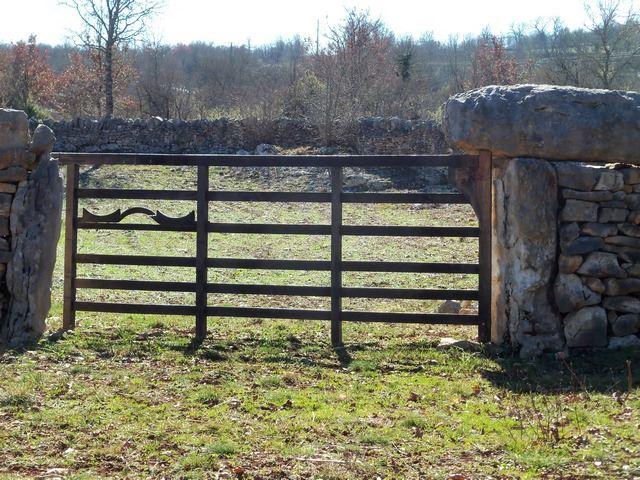 planagrèze portail murs en pierres séches